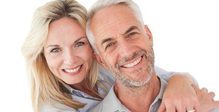 Como funcionam os implantes dentários?